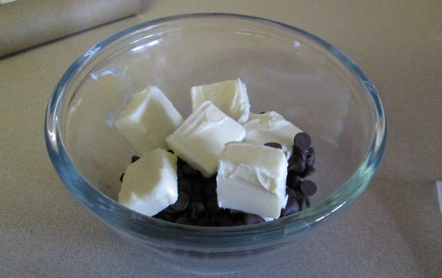 mint cake chocolate topping