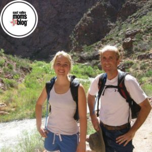 Dad and daughter hiking grand canyon