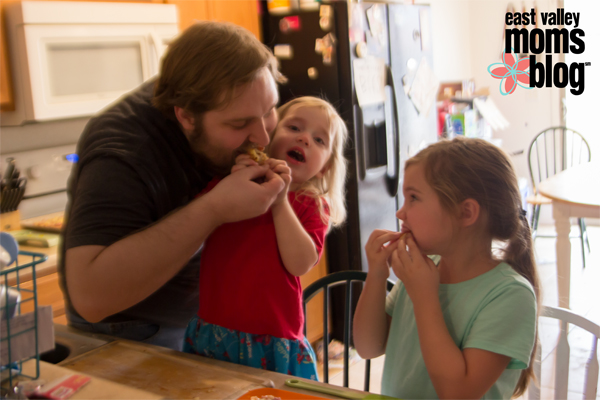 Cooking With Dad: Naan Pizza Edition | East Valley Moms Blog